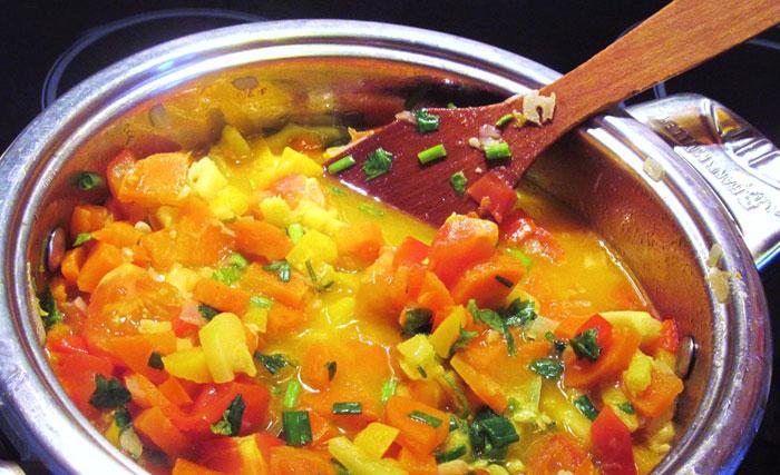 Овощное рагу с капустой кабачком баклажаном