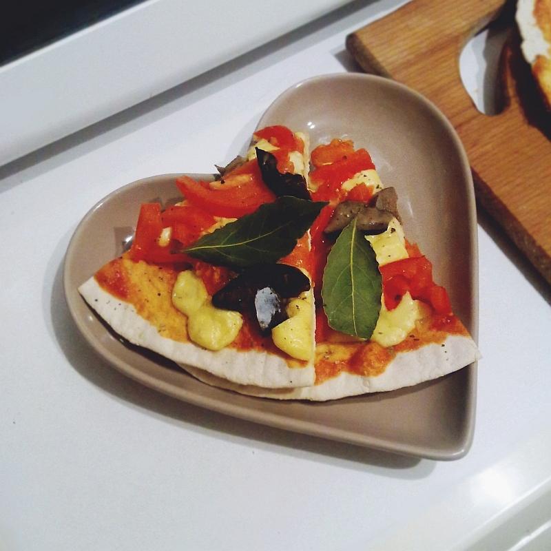 Пицца с маринованными грибами рецепт с фото